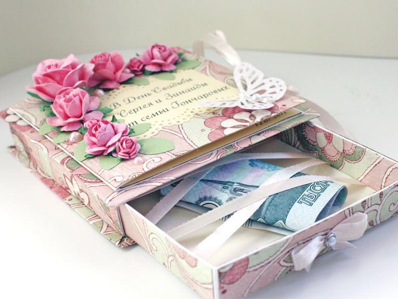 деньги в коробочке