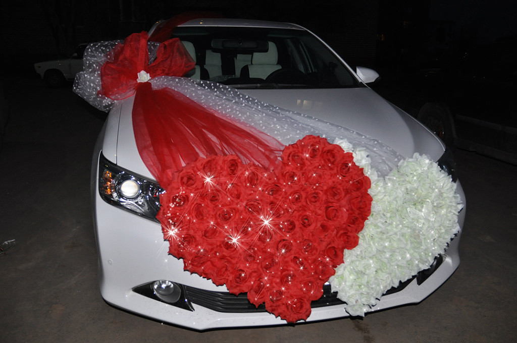 Красивые украшения на машины к свадьбе фото