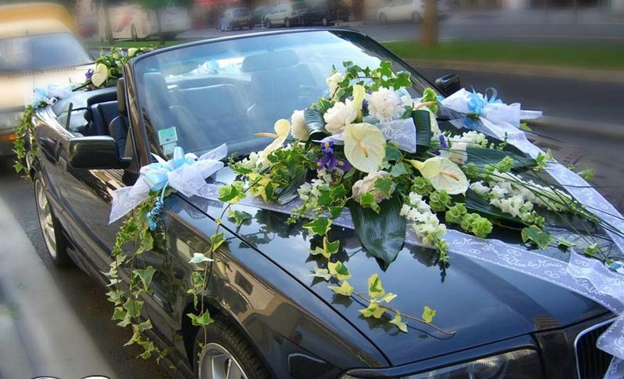 украсить машину цветами