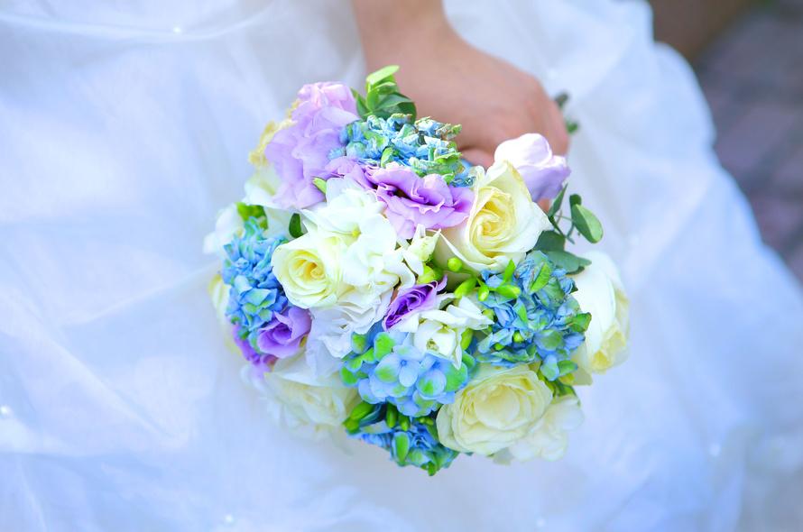 Букет невесты бежевый с синим