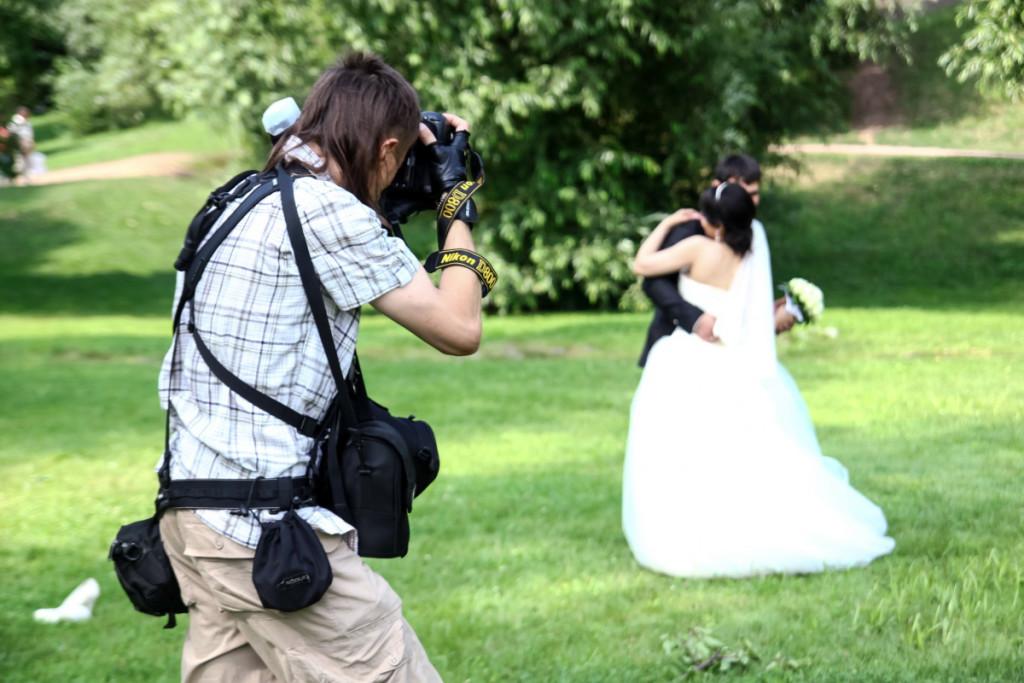 Нанять фотографа на свадьбу