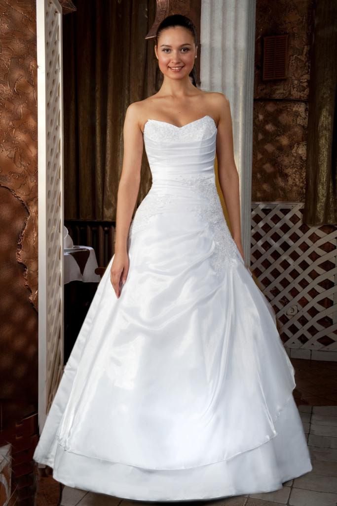 Белоес сввадебное платье