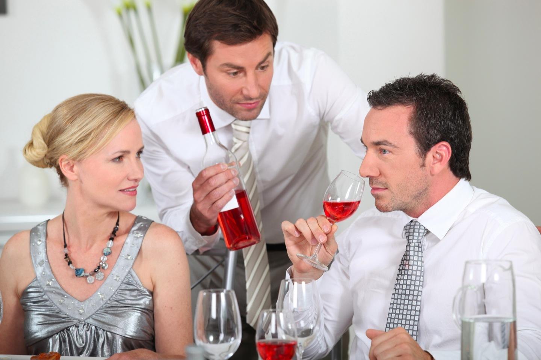 Как себя вести свидетелю на свадьбе