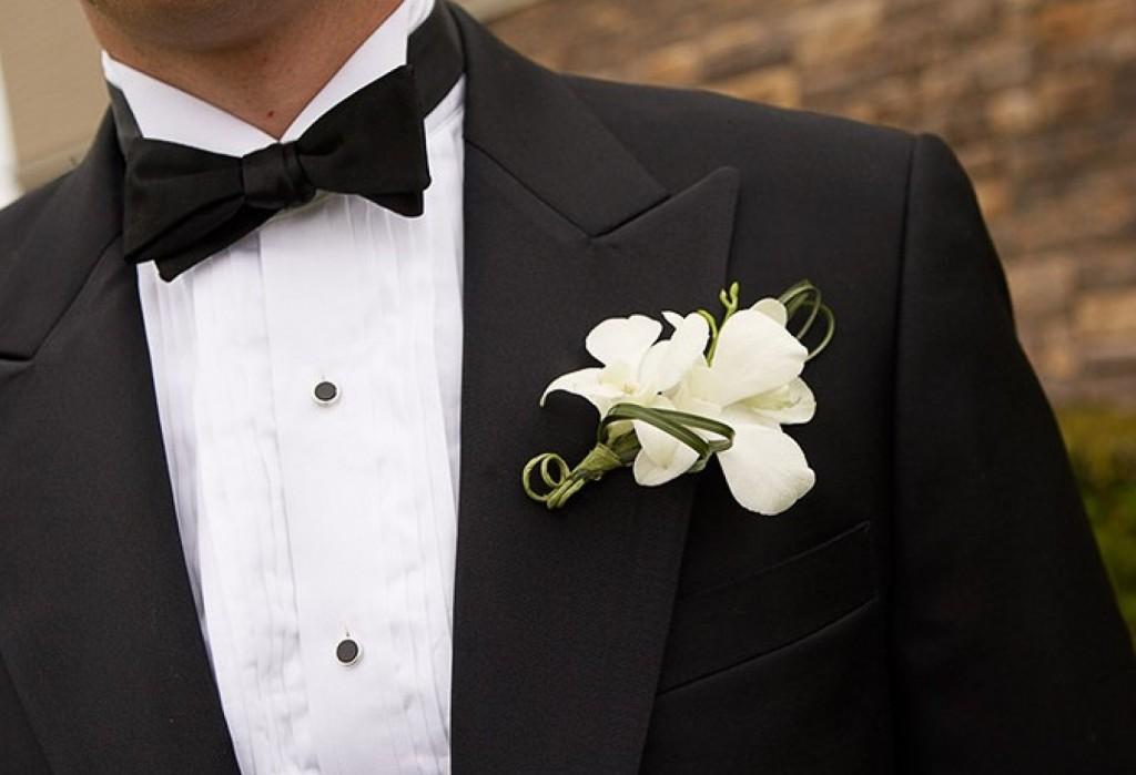 Жениху на костюм цветок