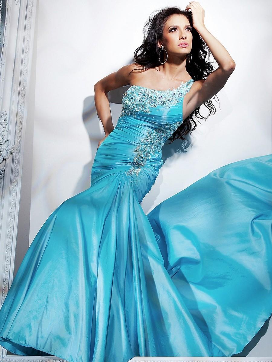 Голубое платье с бабочками золушки