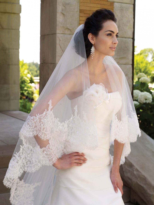 Что подобрать к кружевному свадебному платью