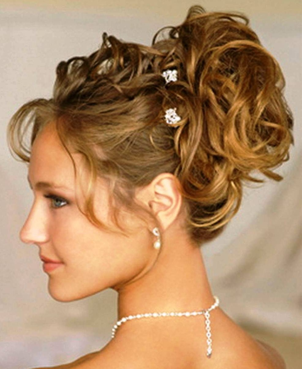 Вечерние женские прически на среднюю длину волос