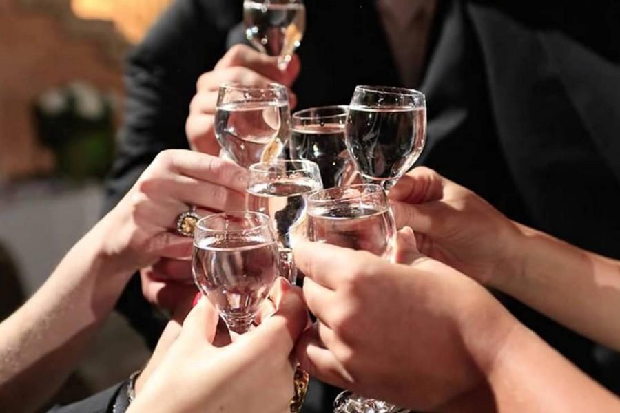 Сколько нужно алкоголя на 20 человек на свадьбу