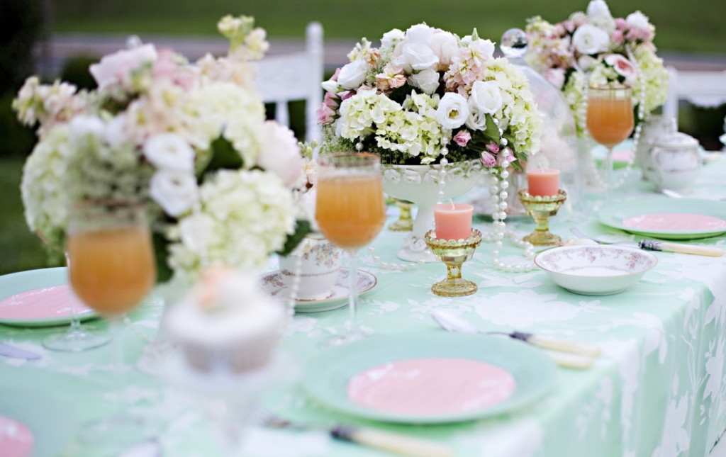 beautiful-serving-wedding-table-02